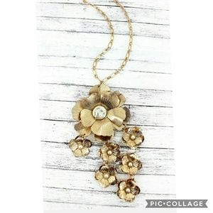 Jewelry - Gold Floral Pendant Long Necklace